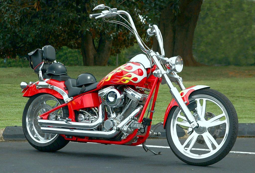 Moto chopper clásica de Harley-Davidson